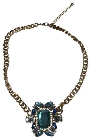 Preload https://img-static.tradesy.com/item/23997313/forever-21-blue-statement-necklace-0-1-540-540.jpg