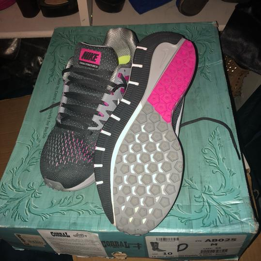 Nike grey and pink Athletic Image 3
