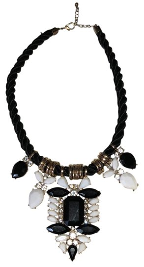 Preload https://item2.tradesy.com/images/forever-21-black-statement-necklace-23997346-0-1.jpg?width=440&height=440