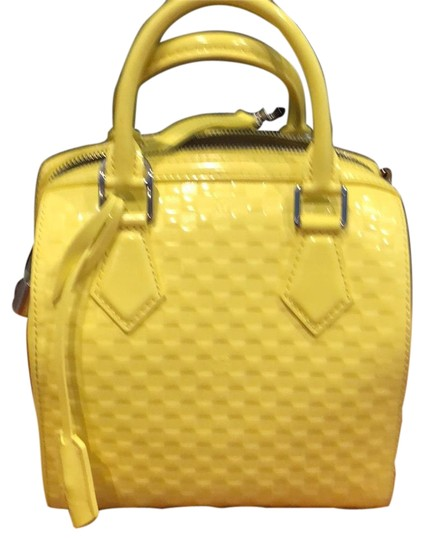 Preload https://item4.tradesy.com/images/louis-vuitton-speedy-damier-facette-pm-yellow-patent-leather-satchel-23997378-0-1.jpg?width=440&height=440