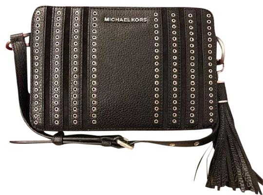 Preload https://item5.tradesy.com/images/michael-kors-jet-set-messenger-ginny-camera-black-leather-cross-body-bag-23997384-0-1.jpg?width=440&height=440