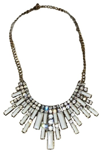 Preload https://item3.tradesy.com/images/forever-21-white-and-gold-statement-necklace-23997397-0-1.jpg?width=440&height=440