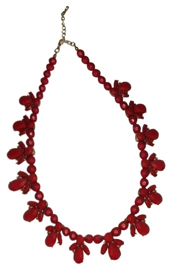 Preload https://img-static.tradesy.com/item/23997407/forever-21-red-statement-necklace-0-1-540-540.jpg