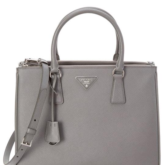 Preload https://img-static.tradesy.com/item/23998013/prada-double-galleria-silver-hardware-and-removable-key-ring-and-removable-shoulder-strap-grey-saffi-0-1-540-540.jpg