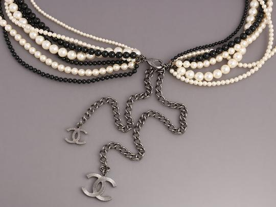 Chanel White and Black MULTISTRAND FAUX PEARL LOGO NECKLACE Image 3