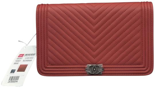 Preload https://img-static.tradesy.com/item/23999208/chanel-wallet-on-chain-new-calf-chevron-18a-red-leather-cross-body-bag-0-1-540-540.jpg