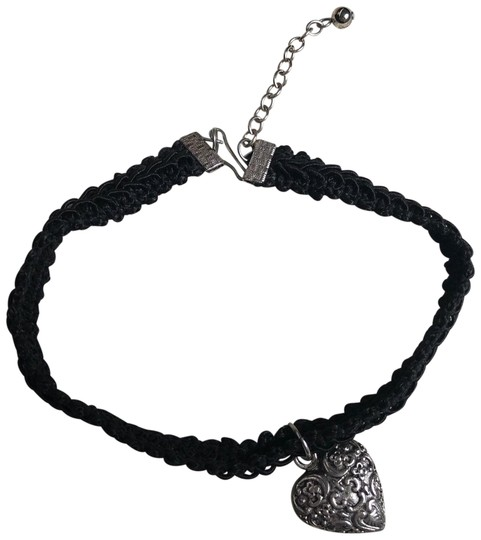 Preload https://img-static.tradesy.com/item/23999273/limited-too-black-the-antique-heart-choker-necklace-0-1-540-540.jpg