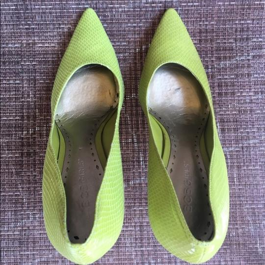 BCBGeneration neon green yellow color Pumps