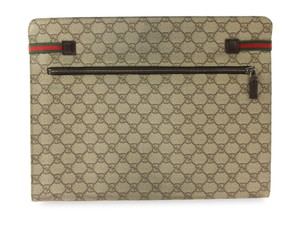 e29c36ab59d70 Beige Gucci Clutches - Up to 90% off at Tradesy