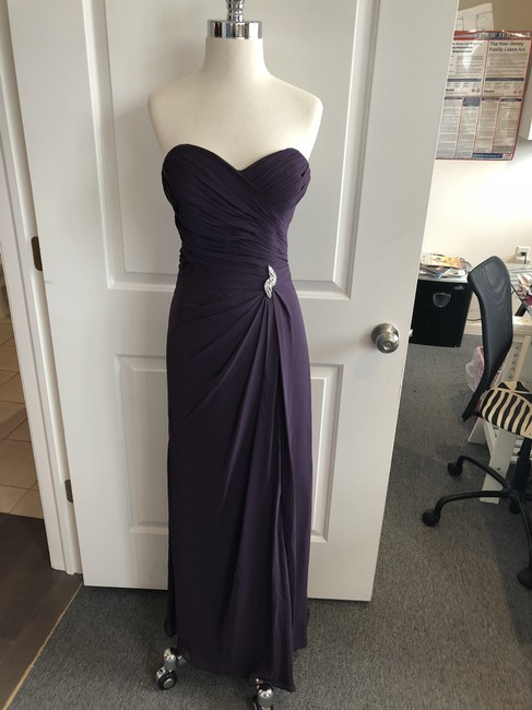 Item - Plum 986 Traditional Bridesmaid/Mob Dress Size 8 (M)