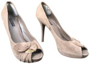 Louis Vuitton Peep Toe Hidden Platform Suede Gold Hardware Platform Taupe Pumps