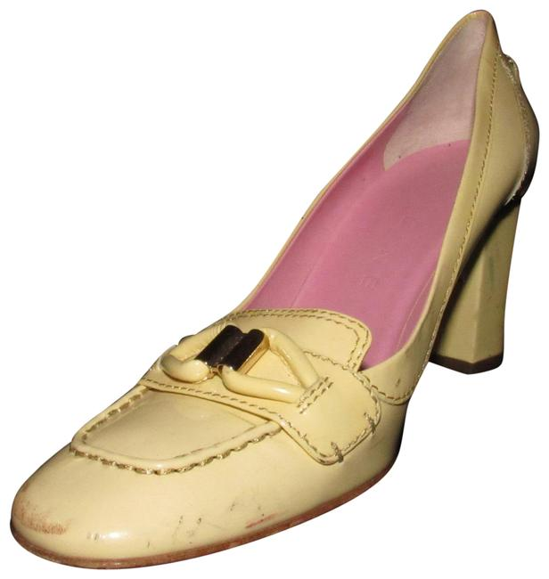 Item - Pale Yellow Patent Leather with Gold Accent Shoes/Designer Pumps Size EU 39 (Approx. US 9) Regular (M, B)