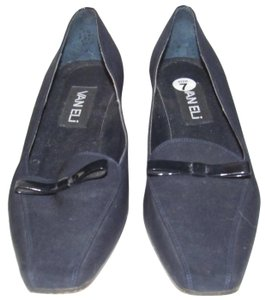 Vaneli Dressy Or Casual 40's Rockabilly Look Kitten Heels Leather/Patent Bow Accents dark navy color over leather and patent leather Pumps