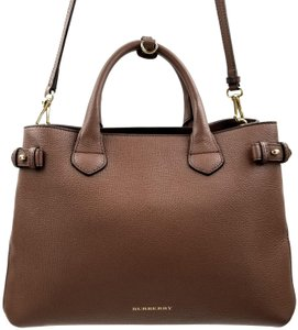 Burberry Tote in Tan