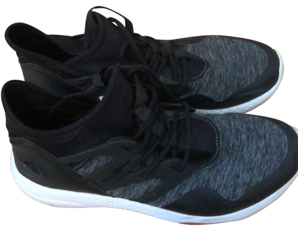 93c027fb3ab6a3 Reebok Grey Black and White Sole  Heel 023501 Sneakers Size US 9 ...