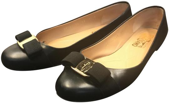 Preload https://img-static.tradesy.com/item/24009143/salvatore-ferragamo-black-nero-varina-flats-size-us-75-regular-m-b-0-2-540-540.jpg