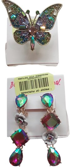 Preload https://item1.tradesy.com/images/betsey-johnson-green-new-butterfly-ring-and-earrings-24009170-0-1.jpg?width=440&height=440