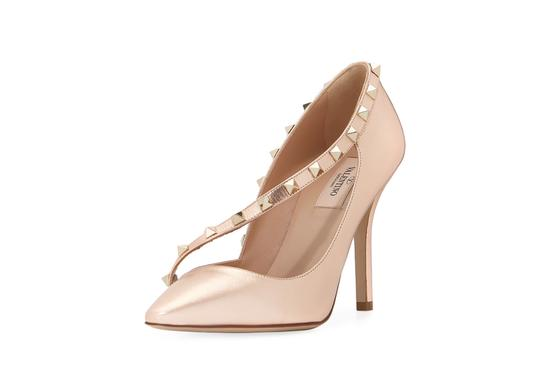 Preload https://item3.tradesy.com/images/valentino-rame-poudre-rockstud-asymmetric-105mm-pumps-size-us-6-regular-m-b-24009182-0-0.jpg?width=440&height=440