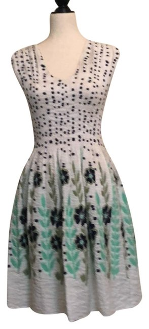 Item - Blue Flowers with Pale Mint Green Vines and Stems. No Style Number Is Available Short Casual Dress Size 6 (S)