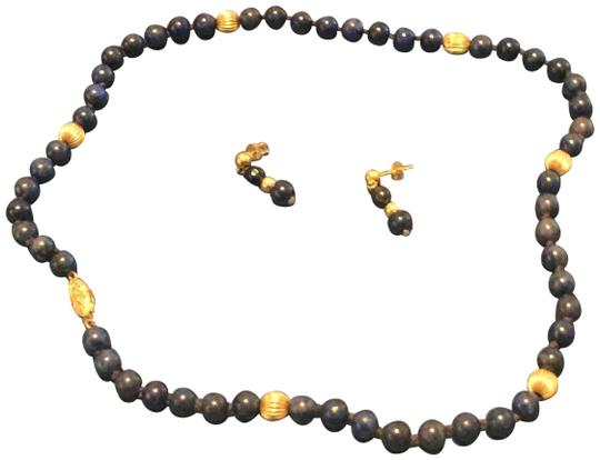 Preload https://item3.tradesy.com/images/lapis-and-gold-bead-necklace-24009587-0-1.jpg?width=440&height=440