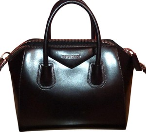 b45adefb0475 Added to Shopping Bag. Givenchy Tote in black. Givenchy Antigona Medium  Black Leather Tote
