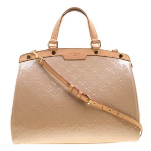 46958405e4896 Added to Shopping Bag. Louis Vuitton Tote in Pink. Louis Vuitton Florentine  Brea Rose Monogram Vernis Gm ...