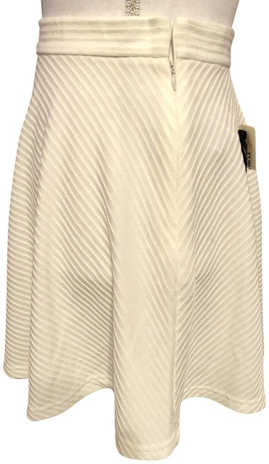 Item - Cream -- New with Tags Mini Lines Skirt Size 4 (S, 27)