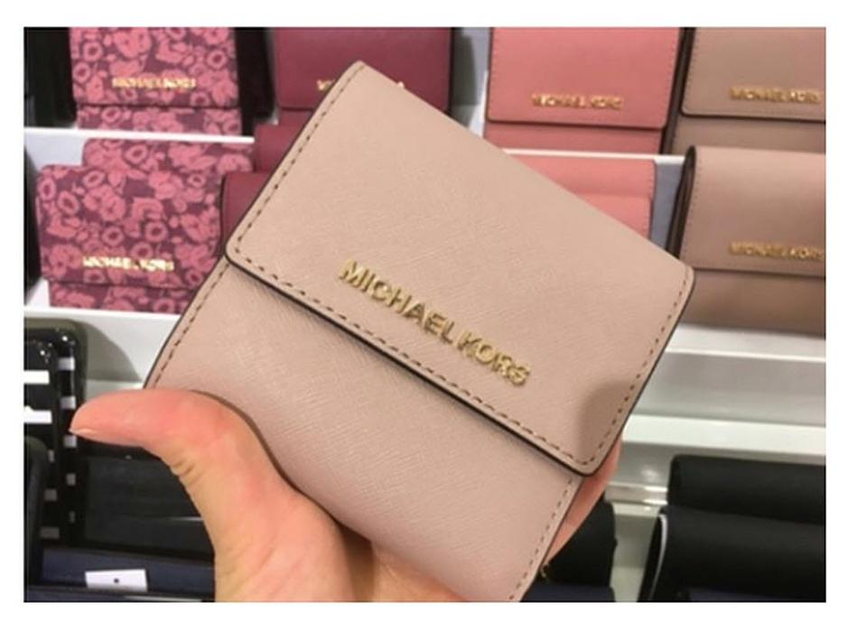 645a4772d79f Michael Kors Michael Kors Small Trifold Wallet Card Case Carryall Jet set  travel Image 0 ...