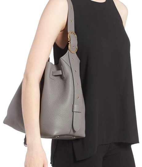 Preload https://img-static.tradesy.com/item/24014330/salvatore-ferragamo-bucket-carla-gray-leather-shoulder-bag-0-1-540-540.jpg