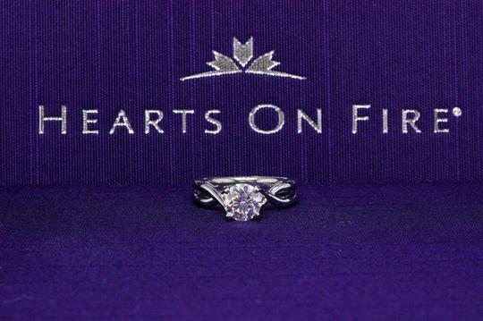 Hearts on Fire H Si1 Twist Round Brilliant Diamond Solitaire Band 1.23 Tcw Engagement Ring Image 1