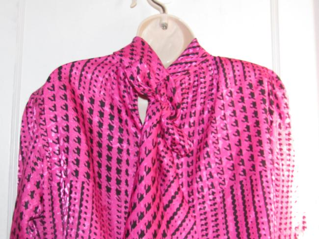 Custom Shop Mint Vintage Top pink and black hounds-tooth print silky polyester with tie neck Image 1