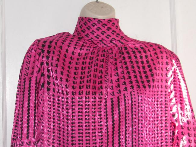 Custom Shop Mint Vintage Top pink and black hounds-tooth print silky polyester with tie neck Image 4