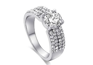 White 18k Gold-plated 1.60 Ctw Sparkling Row Halo Cubic Zirconia Ring