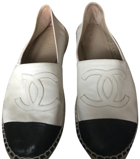 Preload https://img-static.tradesy.com/item/24015346/chanel-espadrilles-flats-size-us-8-regular-m-b-0-1-540-540.jpg