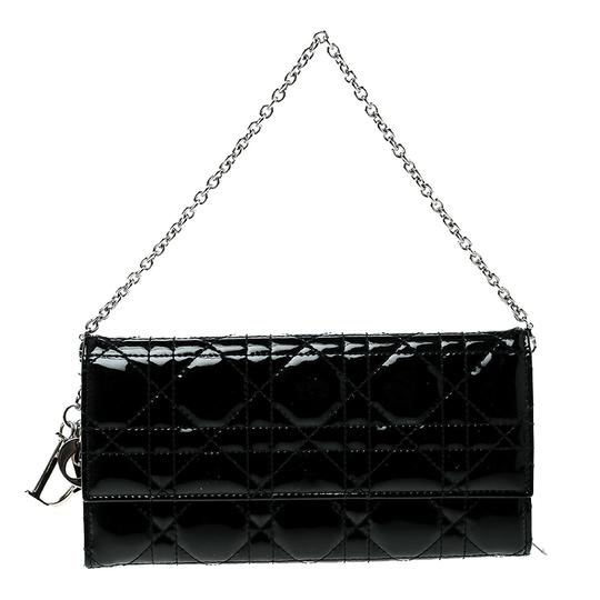 Preload https://img-static.tradesy.com/item/24015907/dior-lady-dior-cannage-black-patent-leather-leather-and-fabric-clutch-0-0-540-540.jpg