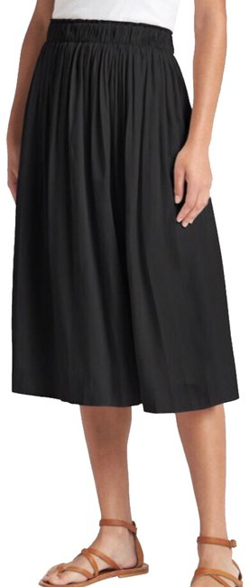 Preload https://img-static.tradesy.com/item/24015925/gap-black-pleated-midi-skirt-size-2-xs-26-0-2-650-650.jpg