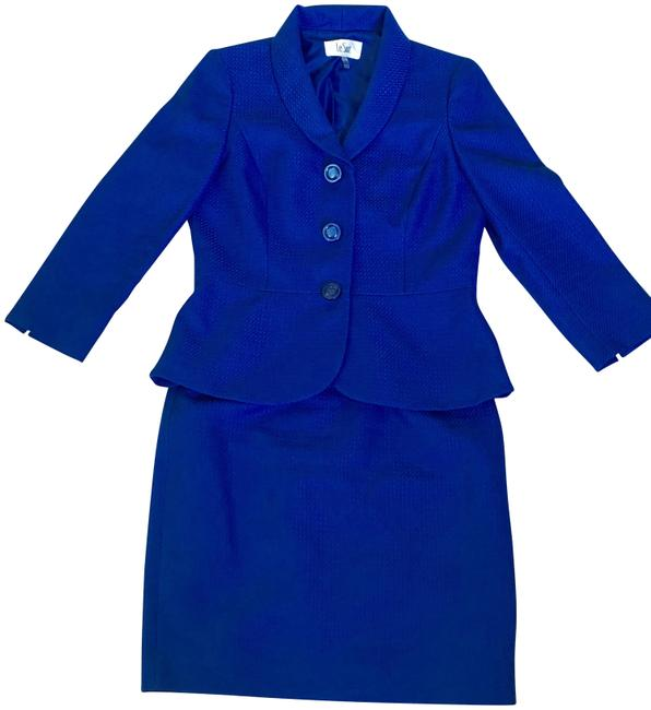 Preload https://img-static.tradesy.com/item/24016114/le-suit-blue-3-button-textured-skirt-suit-size-4-s-0-1-650-650.jpg