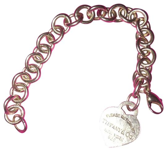 Preload https://img-static.tradesy.com/item/24016117/tiffany-and-co-sterling-silver-return-to-heart-tag-chain-bracelet-0-1-540-540.jpg