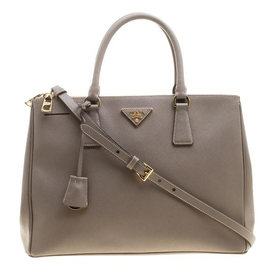 Preload https://img-static.tradesy.com/item/24016177/prada-double-lux-saffiano-medium-zip-grey-leather-and-nylon-tote-0-0-540-540.jpg