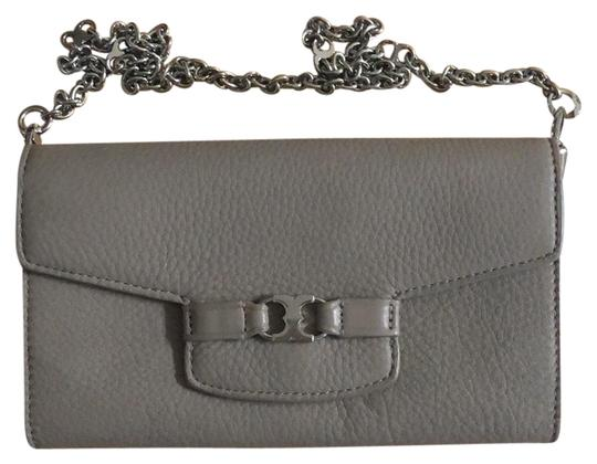 Preload https://img-static.tradesy.com/item/24016197/tory-burch-gemini-link-french-gray-leather-clutch-0-1-540-540.jpg