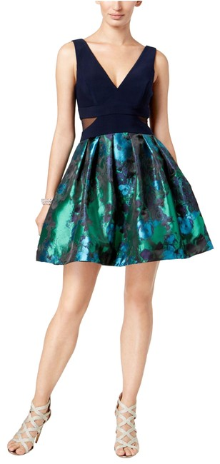 Item - Green/Navy Printed Fit & Flare Green/Navy Short Formal Dress Size 8 (M)