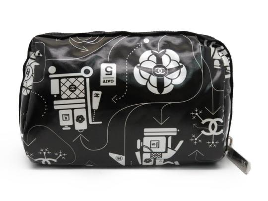Preload https://img-static.tradesy.com/item/24020701/chanel-case-airline-airplane-make-up-vanity-pouch-o-case-cosmetic-black-and-white-nylon-clutch-0-0-540-540.jpg