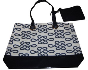 Estée Lauder Tote in Cream w/navy blue design