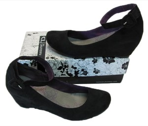 Laundry by Shelli Segal Suede Size 10m New Looking black Wedges