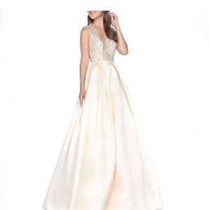 Candle Light Embellished V Neck Ball Gown Formal Wedding Dress Size 8 (M)