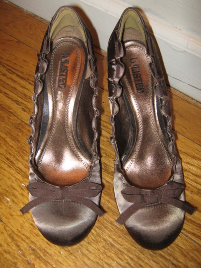 Unlisted by Kenneth Cole Brown Pumps Image 1