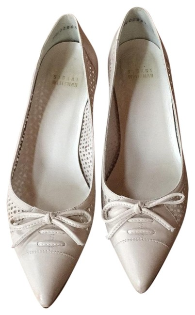 Item - Ivory Leather Perforated Pumps Size US 8 Regular (M, B)