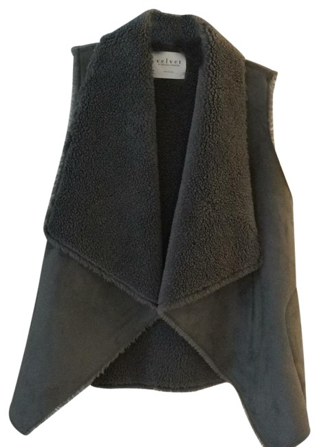 Preload https://img-static.tradesy.com/item/24033928/velvet-by-graham-and-spencer-grey-faux-suede-and-fleece-vest-size-6-s-0-1-650-650.jpg