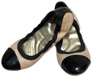 dexflex Comfort Black and Tan Flats