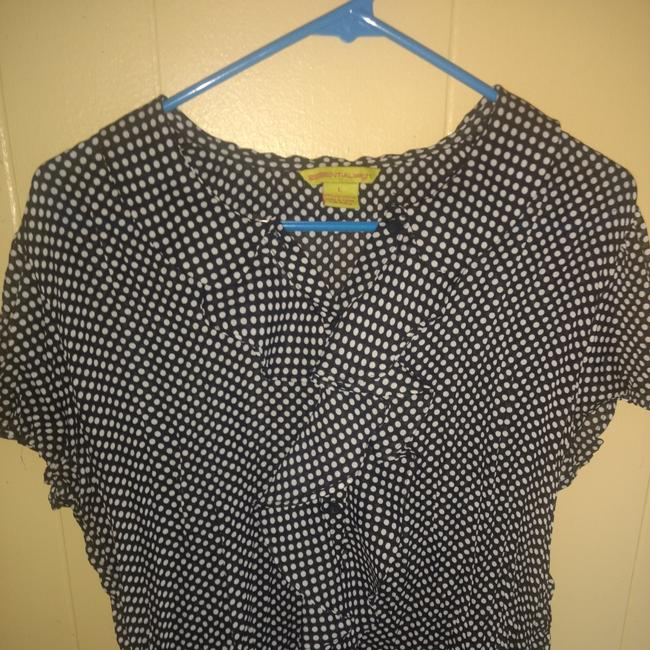 Preload https://img-static.tradesy.com/item/24034346/essentials-by-milano-blue-polkadot-blouse-size-12-l-0-1-650-650.jpg